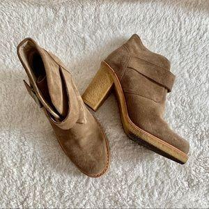 UGG • Brienne 3212 Heeled Ankle Booties
